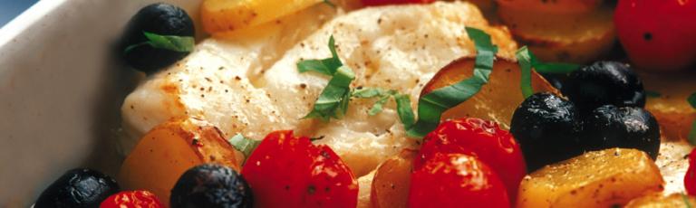 Merluzzo al forno con patate e pomodorini
